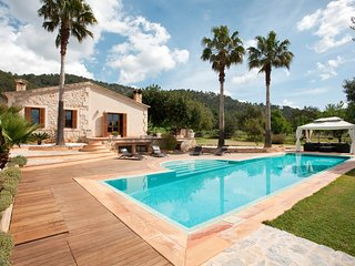 Superb country villa for 6 with big, private pool and gardens, free wifi