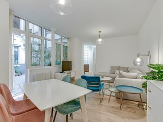 A Stunning 1-BR in Canal St Martin / Republique