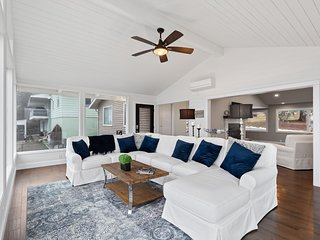 Luxurious  home w/ deck & lake views - close to golf, the lake, and skiing!