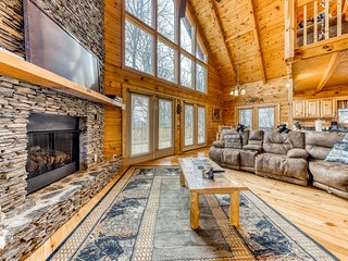 Dog-friendly home w/ mountain views, hot tub & shared pool/disc golf!
