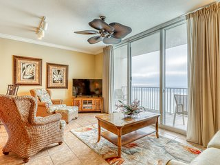 Classy condo w/ pools, hot tub, and fitness room - steps from the beach!