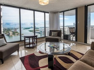 Downtown Miami 57 | Premium 2BR Waterfront Condo-Hotel w/Free Valet Parking