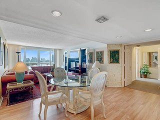 Downtown Miami 56 | Standard 3BR Waterfront Penthouse w/Free Valet Parking