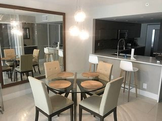 Downtown Miami   One Bedroom Pool Deck/Marina View Condo w/Free Valet Parking
