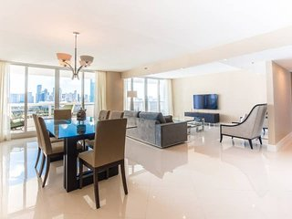 Downtown Miami 54 | Luxury 2BR Waterfront Condo-Hotel w/Free Valet Parking