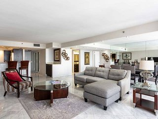 Downtown Miami | Premium Two Bedroom Waterfront Condo w/Free Valet Parking