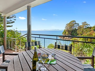 Breakers Bay on the beach - Kaiteriteri Holiday Home, Abel Tasman National Park