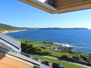 Ocean Lookout - Luxury 2 Bed Apartment with Sea Views