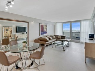Downtown Miami 32 | Luxury 2BR Waterfront Condo-Hotel w/Free Valet Parking
