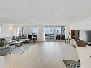 Downtown Miami 1755 | Two Bedroom Bay/Pool Deck View + Free Valet Parking
