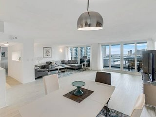 Downtown Miami 55 | Prime 2BR Waterfront Condo-Hotel w/Free Valet Parking