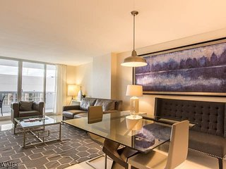Downtown Miami   Luxury One Bedroom Waterfront Condo w/Free Valet Parking