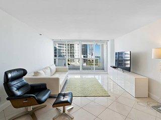 Downtown Miami 50 | Premium 1BR Waterfront Condo-Hotel w/Free Valet Parking