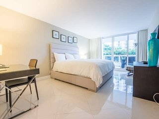 Downtown Miami 1144 | Luxury 1BR Waterfront Condo + Free Valet Parking