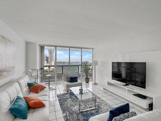 Downtown Miami   Premium Two Bedroom Waterfront Condo w/Free Valet Parking
