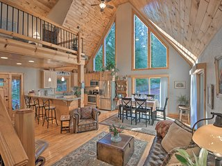 NEW! Spacious Lake Santeetlah Cottage w/Lake Views