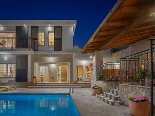 Beautiful Villa Zvonimir, in Dalmatia, with a Pool