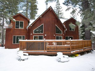 Stunning Mountain Retreat - 4 Bdrm, 3 Bath w/Pool Table, Hot Tub and more!