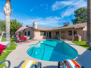 ⭐️⭐️⭐️⭐️⭐️WOW! New! Modern! Heated Pool, BBQ, FirePit, Game Rm, Central Location
