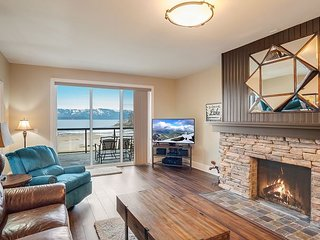 Seasons at Sandpoint - Gorgeous Lakefront Condo - Short Walk to Downtown
