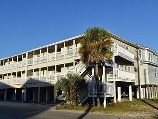 Beachcomber #1 Across the Street With Beach View~Bender Vacation Rentals
