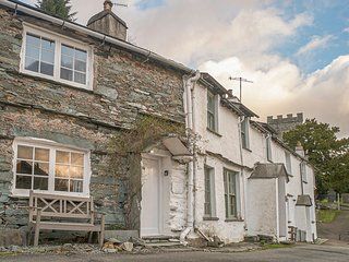 BANK VIEW COTTAGE, open plan, charming location, views, in Chapel Stile, Ref