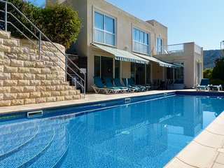 Secluded 4 Bed Villa 13m Pool Large Patio Exceptional Sea Views, walk to beach