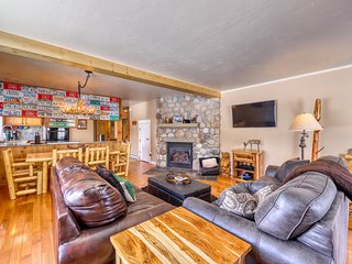 Spacious, family-friendly home w large patio, gas grill and views of Mt Crested