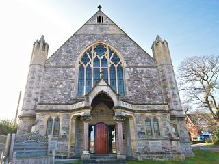 Luxurious converted church in Totland, Isle of Wight, close to beach and shops