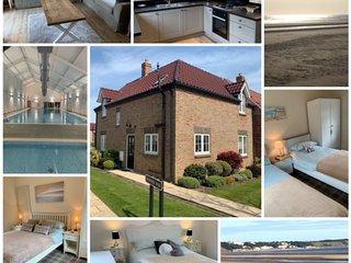 ROCKPOOL HOUSE, 3 BED 2 BATH, SLEEPS 6, POOL, PUB, BEACH, FREE WIFI