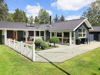 Rimmen Holiday Home Sleeps 5 with WiFi - 5043178
