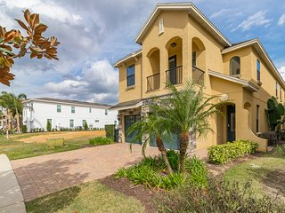 Luxurious, dog-friendly home with amazing golf views and private pool & spa!