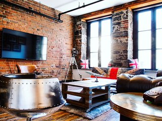 Unique & Charming 3BR loft - heart of old Montreal