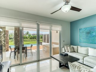 Resort condo with private pool, free WiFi, air conditioning, close to downtown!