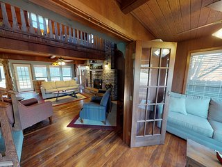 TRANQUILITY Cabin, Directly On the River, AMAZING Views ! Pet Friendly.