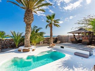 Spacious Eco Luxury Farmhouse, Private Pool, Inc Hybrid Car, WIFI, Sea Views