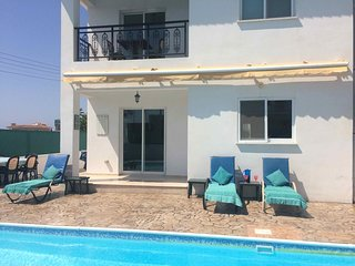 Kato Paphos 4-bedroom Villa with Private Pool
