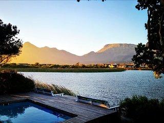 Lake Shack - Cape Town Haven in Secure Estate near Noordhoek Long Beach