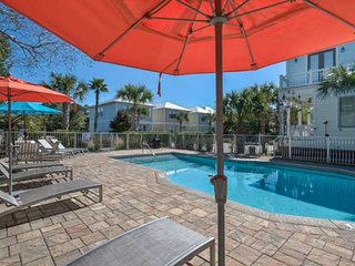 Great layout-2 family rooms, Steps to Pool,1 minute to Gulf Place