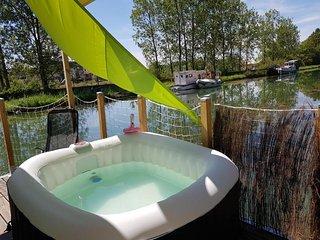 Cottage flottant insolite jacuzzi privatif