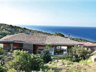 Villa d'exception dans le maquis avec vue sur les Sanguinaires et piscine