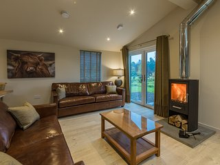 Tay Lodge, sleep 6, real log stove, pet friendly