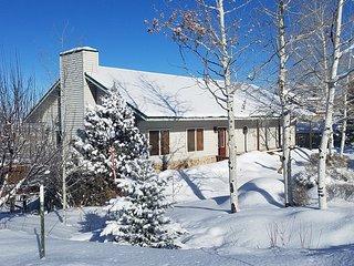 FULLER/DAZE PRIVATE HOME ON MOUNTAIN