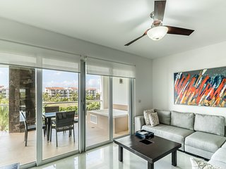 Modern family-friendly condo near private beach - shared pool and amenities!