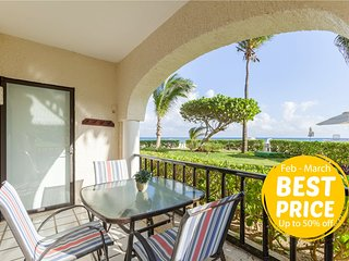 Wake up by the sea! Beachfront and pool front condo. Enjoy the caribbean in Play
