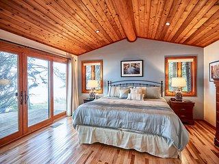 Schroeder Cabin w/Deck - Right on Lake Superior!