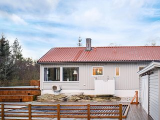 Amazing home in Førresfjorden w/ Outdoor swimming pool, WiFi and Heated swimmin