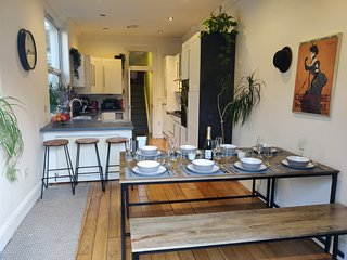 Comy, tidy, family-home. Walking distance to city centre