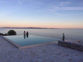 Modern Villa with infinity pool in Dingac Region