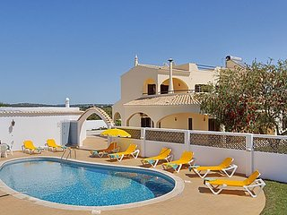 Villa Jasmine 4 bedroom with gated pool Close to Albufeira